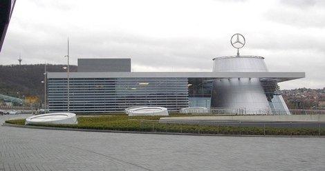 Mercedes benz museum in stuttgart for Mercedes benz us headquarters